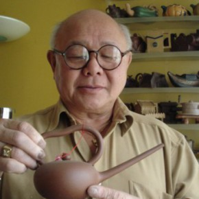 Teapot collector Roger Lee
