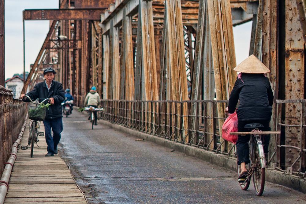 long-bien-bridge-vietnam-visa-on-arrival5